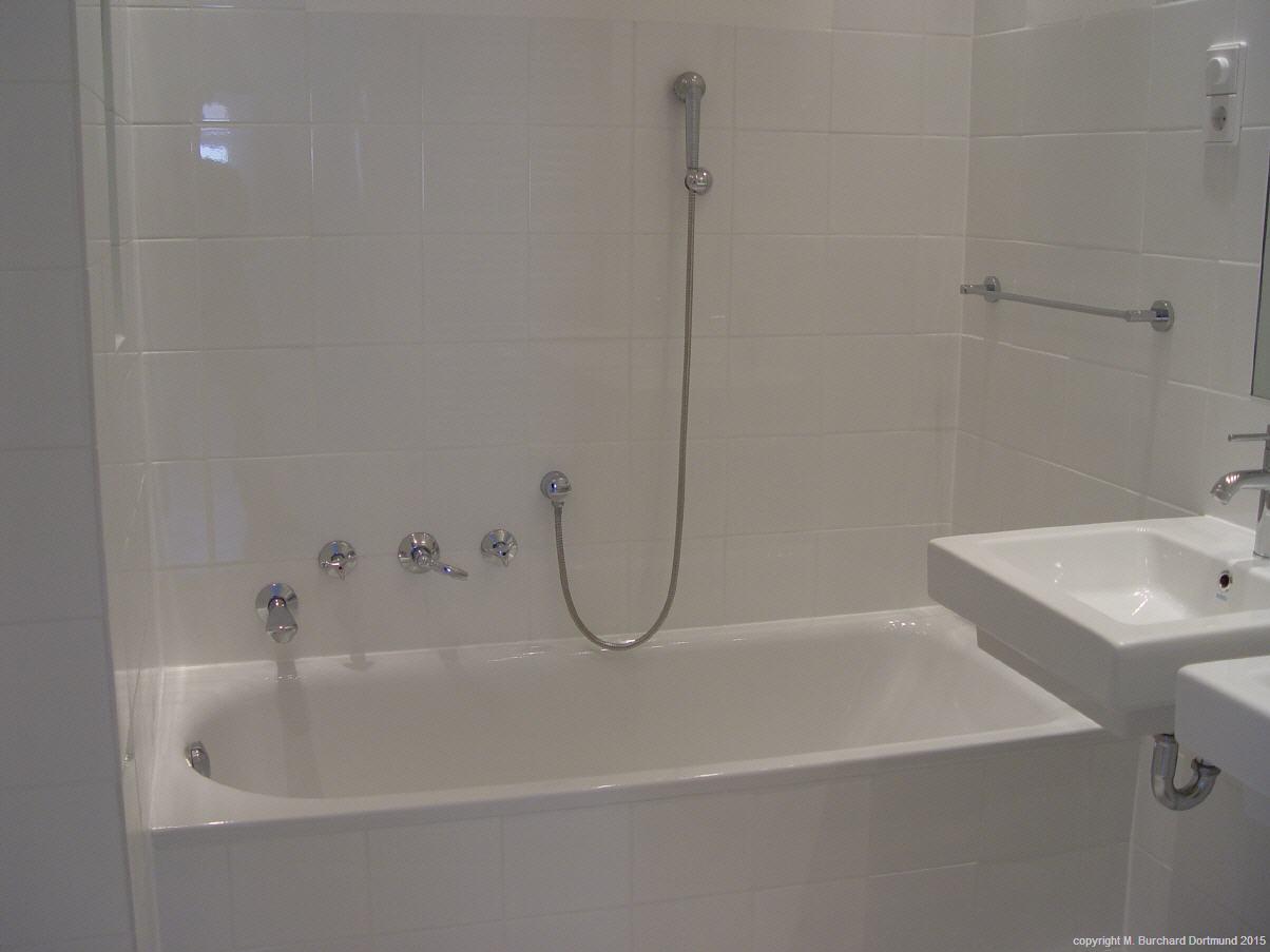 Mit 2 Waschtischen, Badewanne, Duschplatz Mit Regendusche, Aufwendiger Aber  Wartungsfreier Und Bedienungsfreundlicher Lichttechnik, ...